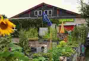 Zu sehen ist das Urban Gardening Projekt Chloroplast Stuttgart e.V. von außen.